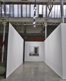 T'es là, 2011 - Mine de plomb et fusain sur papier - Courtesy Galerie Eva Hober, Paris - (F) - Au Village Jérôme Zonder - Le Lieu Unique à Nantes - 11 avril 2014