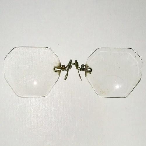 Octagonal round top bifocal lens pince nez