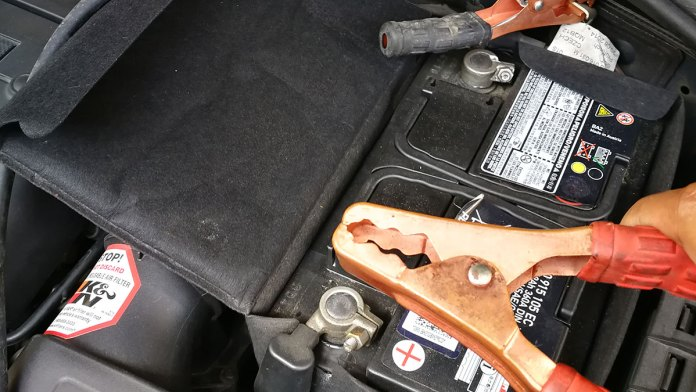 how to charge batter using jumper cables 01 1563787086
