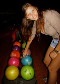 Yes Mieke, pick up that blue ball