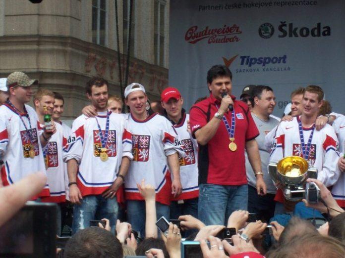 Vladimir_Ruzicka_and_Czech_ice_hockey_team_2010