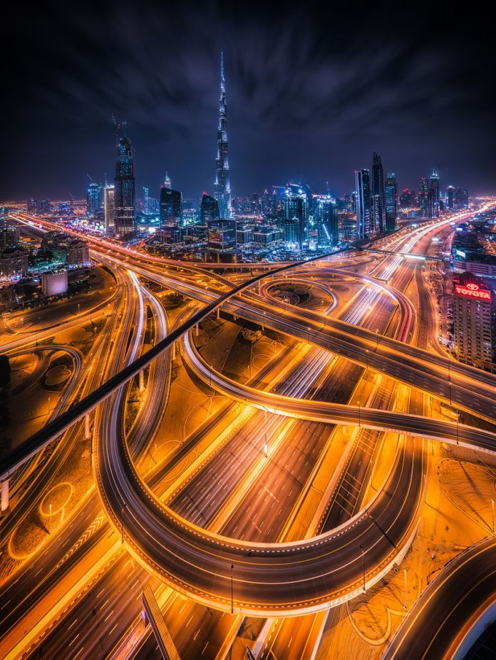 night-time-dubai-looks-like-it-came-straight-from-a-sci-fi-movie__880