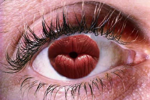 kissing pupil eye