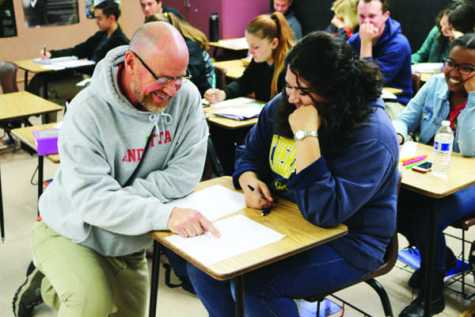 (MEGAN ANDERSON/EYE OF THE TIGER) AP Psychology teacher Mark Andreatta works with a student during his third period. Andreatta believes college credit alone fits the rigor of academic enrichment courses.