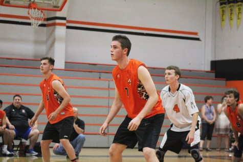 VOLLEYBALL: Varsity team goes 2-4 in invitational tournament