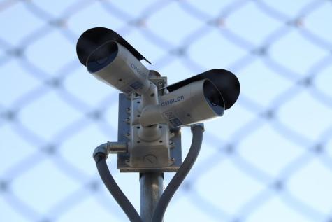 La administración escolar implementa las cámaras para fomentar la seguridad, reducir el crimen