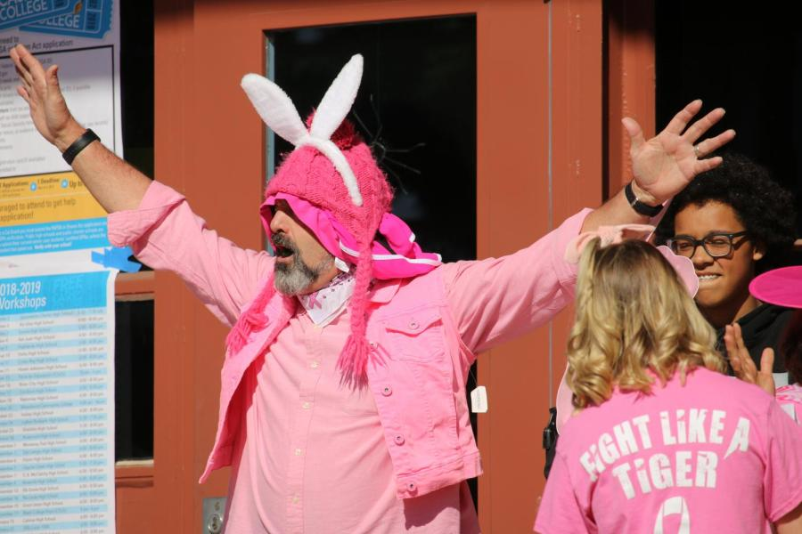 GALLERY: Students, staff honor Breast Cancer Awareness Month during Think Pink rally