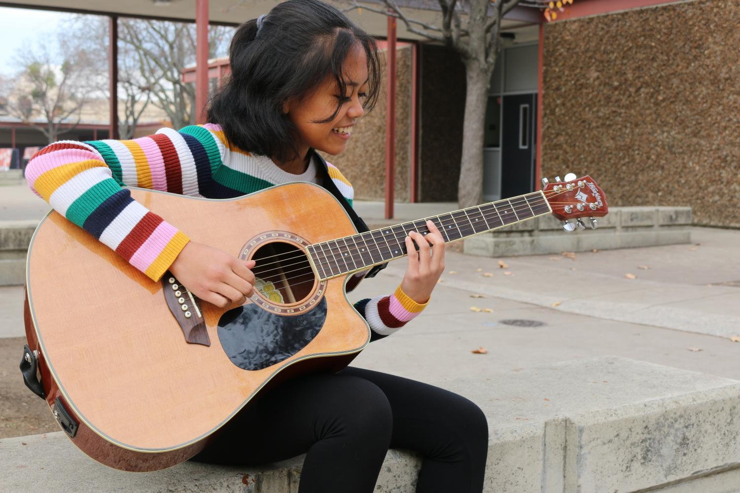 Sophomore Alesandra Cariaga is a triple threat; she can dance, sing, and write her own songs. With her guitar on hand, Cariaga feels confident in her own singing and playing abilities.