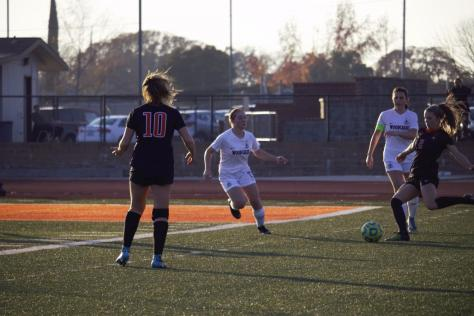 Girls varsity soccer ties Bella Vista, maintains first place