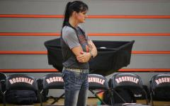 After going through three coaches in the past four years, the girls volleyball team welcomed a new face to the court, Kelly Hart. Hart previously coached volleyball at Lincoln High School for five years