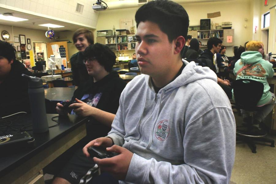 Junior David Silva implements league for RHS video game club