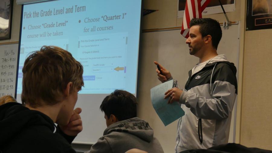 Counselor+Jason+Bradley+explains+the+new+course+registration+process+to+a+class+of+freshmen.+