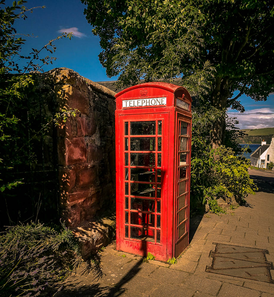just in love with these phone booths