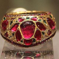 A Gorgeous 17th Century Ruby and Emerald Gold Ring