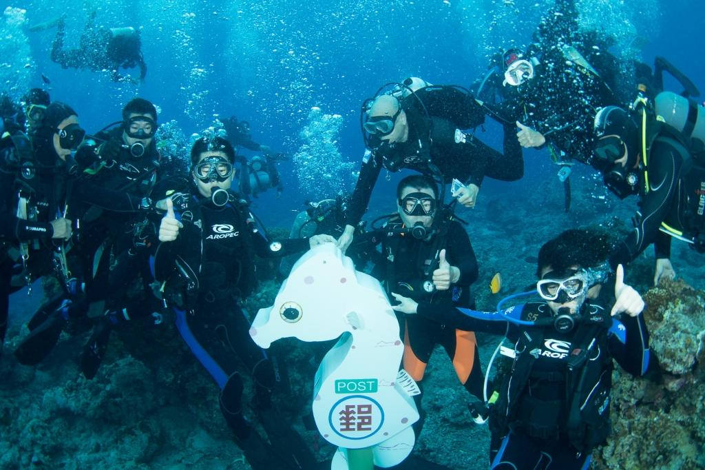 綠島新熱點 世界最深海底郵筒啟用 - EYE SEE News