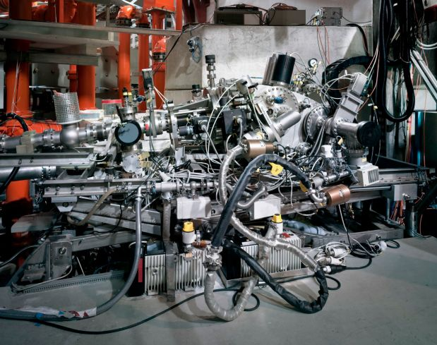2.-Thomas-Struth__Grazing-Incidence-Spectrometer-1518x1200