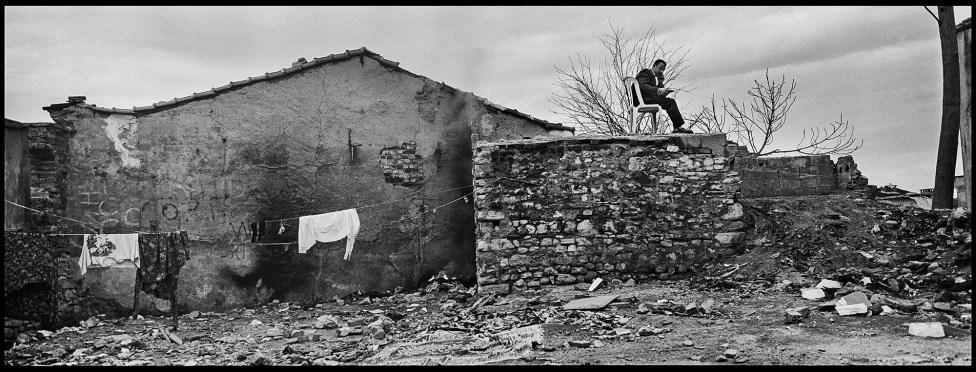 Daniele Vita, Suleymaniye Otopark 09 - Istanbul, 2014, stampa ai sali d_argento su carta Ilford warmtone, 100x37cm