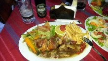 Meat skewers with salad and chips