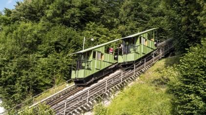 Schweiz. ganz natuerlich. Funiculaire, Fribourg. Die Standseilbahn wurde 1899 in Betrieb genommen und verbindet das Stadtzentrum mit der Unterstadt.
