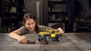 Go Off-Road With the New LEGO Technic Jeep Wrangler Rubicon
