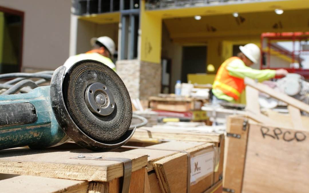 Choosing a Contractor and 5 Reasons Not to Hire One