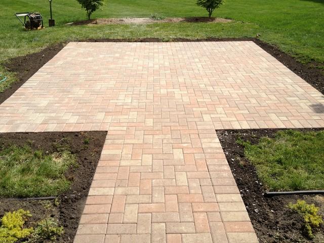 laying a brick patio