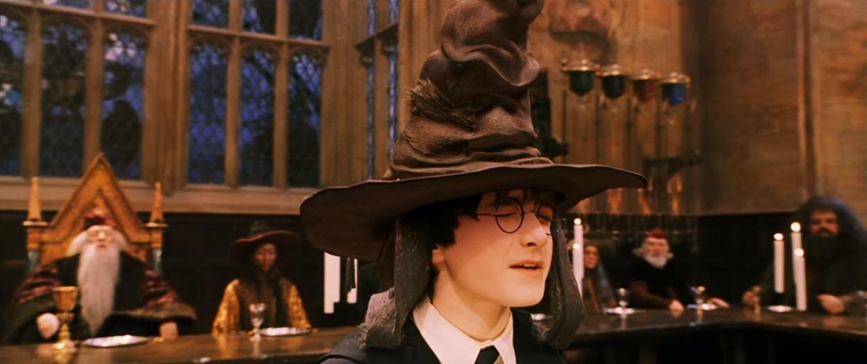 哈利波特迷快搶 美國開賣「會唱歌的分類帽」想知道自己被分到哪個學院嗎