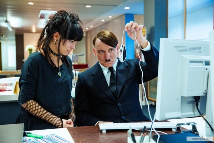 Фюрер смотрит мышку компьютера