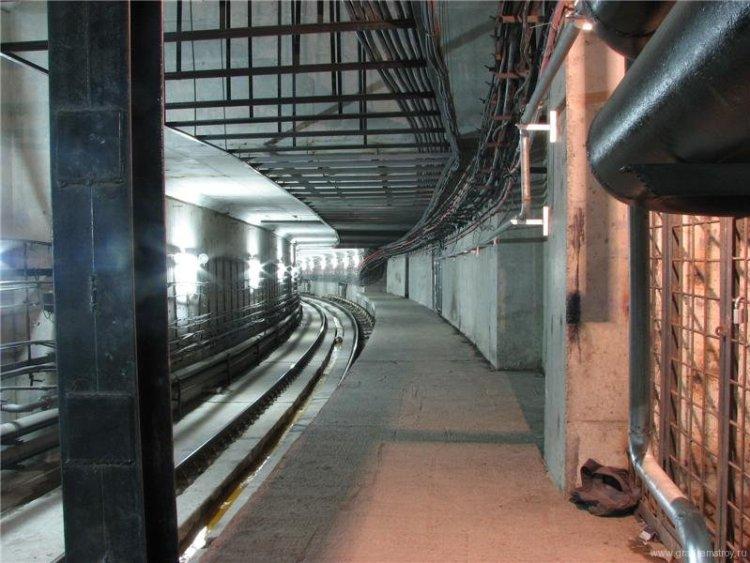 Метро 2 тунели