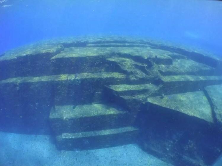 Пирамиды в Японии на глубине 30 метров
