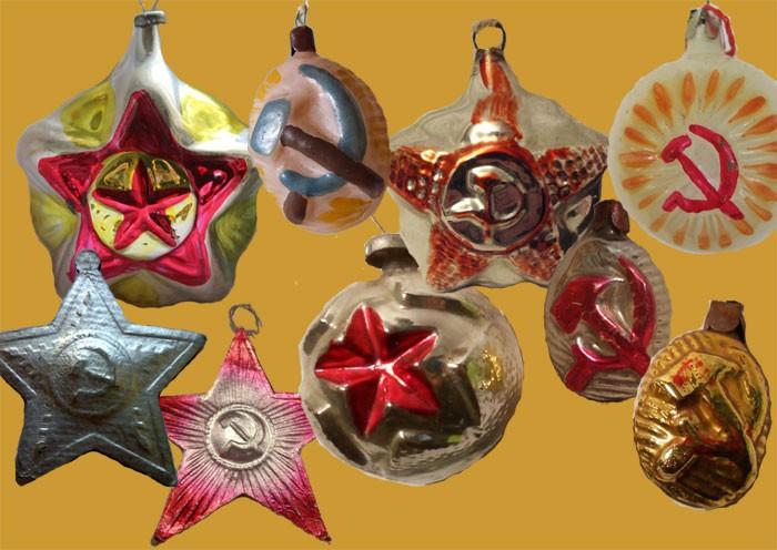 Первые советские елочные игрушки были перенасыщены коммунистической символикой.