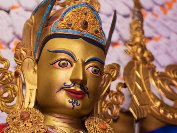 Все без исключения существа по самой своей природе — самосовершенные будды. Они наделены сущностью Просветления.   Гуру Падмасамбхава