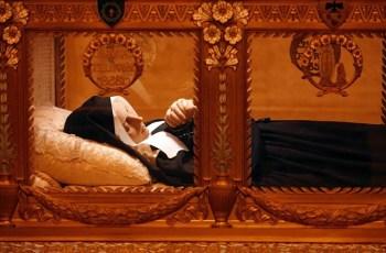 Бернадетт Субиру спящая красавица нетленное тело