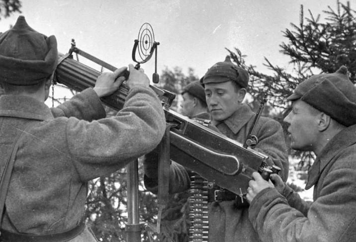 Между тем начались советско-финские переговоры по завершению войны