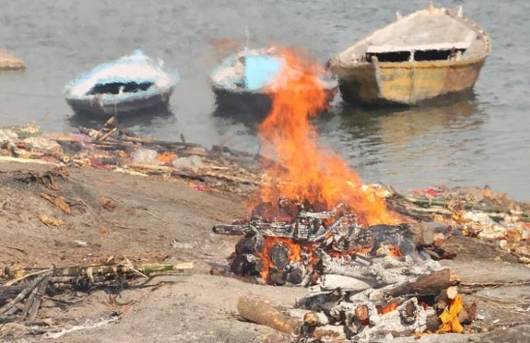 сжигание трупов в Варанаси