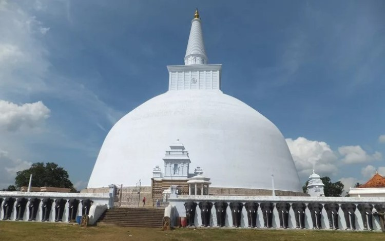 Ступа в Шри Ланке