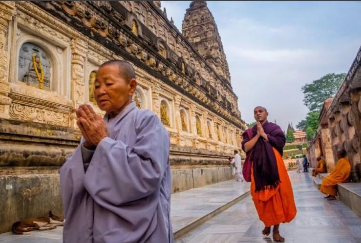 Храм Махабодхи паломники