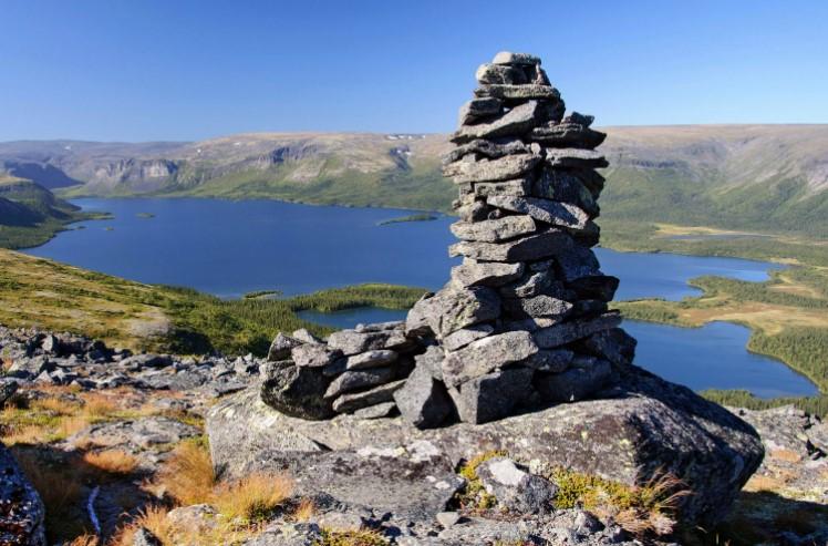 Сейдозеро - озеро в Ловозерских тундрах. Каменные кубы