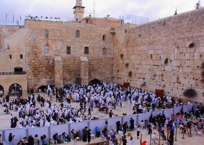 СТЕНА ПЛАЧА В ИЕРУСАЛИМЕ. Эта скала — святейшее место