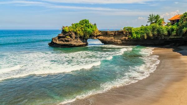 shutterstock_632459888_Indonesia峇里島海神廟