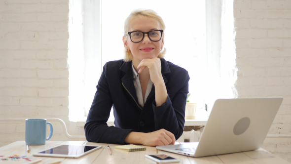 woman studying online training in accounting software