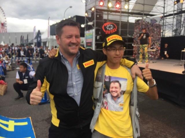 Paul Hembery has found his biggest fan at Formula One World Championship, Rd17, Japanese Grand Prix, Race, Suzuka, Japan, Sunday 9 October 2016. © Pirelli Motorsport