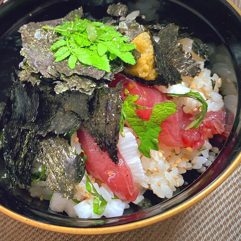 マグロの漬けと山芋のちらし寿司