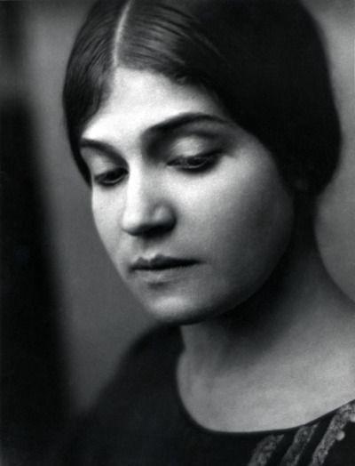 Tina ModottiSan Francisco 1921Foto Johan Hagemeyer  PARAGONE