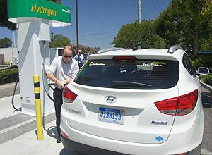 Posto que usa hidrogênio feito a base de dejetos em Orange, na California (EUA)