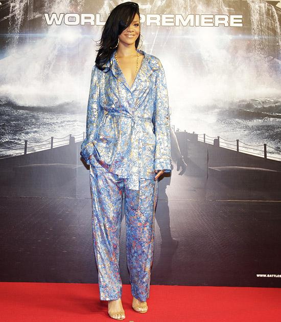 Rihanna vai à pré-estreia de filme vestida de pijama