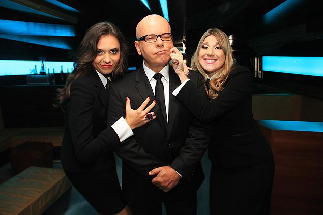 """Monica Iozzi (à esq.), Marcelo Tas e Dani Calabresa nos bastidores do """"CQC"""""""