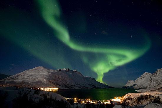 Aurora é gerada por colisão de partículas do Sol e moléculas e átomos da atmosferra terrestre