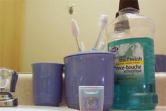 Não essencial à higiene oral, enxaguante é indicado para pessoas com muitas cárie e doenças de gengiva e após cirurgias na boca