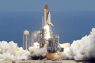 Lançamento do ônibus espacial Atlantis em sua última missão.